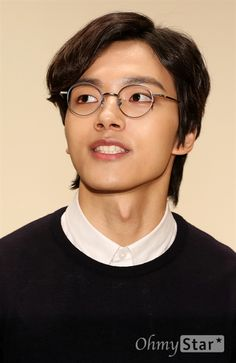 Handsome young man - Yeo Jin Goo rock sweatpants and spectacles at Daebak press conference