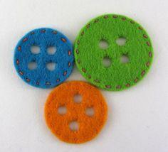 Tutorial: come cucire bottone decorativo in feltro.