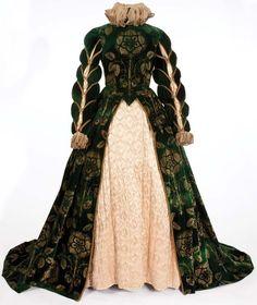 Elizabeth I's Green Gown. (Mary of Scotland, 1936)