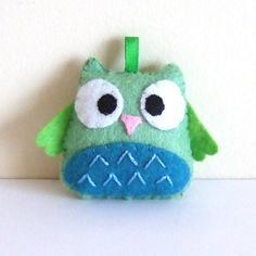 Green and blue happy owl keychain plushie