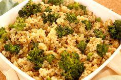 Saiba como fazer uma receita super prática, saudável e que tem aquele gostinho especial de comida caseira. Nada supera um prato com arroz e brócolis. <3
