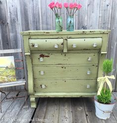 Stunning makeover at D.'s Cottage and Design: The Chippy Green Empire Dresser Furniture Update, Furniture Projects, Furniture Makeover, Refinished Furniture, Diy Projects, Green Dresser, Dresser With Mirror, Upcycled Furniture, Vintage Furniture