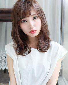 Beautiful Japanese Girl, Beautiful Asian Girls, Kawaii Faces, Medium Long Hair, Ulzzang Fashion, Love Hair, Asian Beauty, Hair Cuts, Hair Beauty