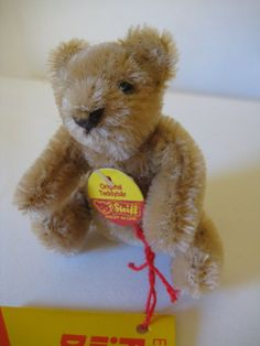 Steiff Vintage Original Honey Blond Miniature Teddy Bear – EAN – 1972 to 1990 – Signed by Hans Otto Steiff – Decor Style 2019 Steiff Teddy Bear, Teddy Bears, Pocket Pal, Cute Piggies, Shipping Boxes, Etsy App, Hang Tags, Cute Gifts, Puppets