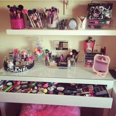fine 45 Beautiful And Glamour Vanity and Storage To Store Your Makeup http://attirepin.com/2017/12/23/45-beautiful-glamour-vanity-storage-store-makeup/