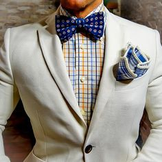 Colección Limitada: Sky Blue And White Plaid with Off White Signature Border. Be Bold™ @thepocketsquareindustry @thepocketsquareindustry @thepocketsquareindustry