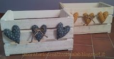 Tutorial - Recycling wooden boxes - Basket And Crate Wood Crates, Wood Boxes, Wood Pallets, Crate Crafts, Diy And Crafts, Fruit Box, Pallet Art, Diy Projects To Try, Decorative Boxes