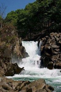 三段で構成されている法体の滝はどれも立派。