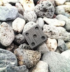 Do you have a favorite side ?  #carbonfiber #carbonfiberlifestyle #carbon #lifestyle #number #5 #rocks #new #look #view #art #beutiful