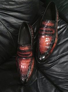 Casual alligator shoes, luxury alligator Slip-On loafers for men, It comes in a slip-on style that makes it convenient to wear. Dress Loafers, Loafers Men, Casual Loafers, Gentleman Shoes, Well Dressed Men, Dream Shoes, Men S Shoes, Luxury Shoes, Vintage Shoes