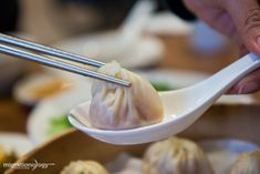 Din Tai Fung is famous in Taiwan for serving xiao long bao, or pork filled soup dumplings. I went to Din Tai Fung at Taipei 101 and here what we ate...