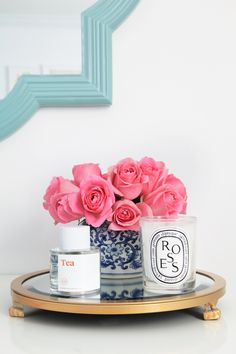 Vanity set up with a gold mirrored tray and pink roses. Bandeja Perfume, Office Decor, Home Office, Office Ideas, Vanity Set Up, Girl Cave, Ginger Jars, Beauty Room, White Decor