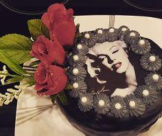 #classiccake #birthdaycakes #hollywoodcakes #marilynmonroe #marilynmonroecakes #ediblepicturecakes