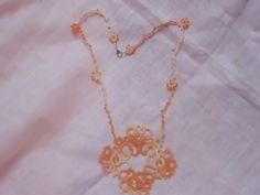 Collana estiva con filato sfumato in tonalità arancio