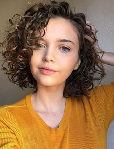 Short Natural Curly Hair, Thin Curly Hair, Curly Hair Styles Easy, Short Hair Cuts, Medium Hair Styles, Short Hair Styles, Curly Hair Cuts Medium, Plait Styles, Short Hair For Curly Hair