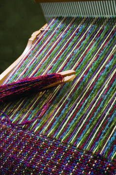 Rigid heddle weaving patterns with two heddles. Next step in my weaving journey! Tablet Weaving, Weaving Art, Loom Weaving, Tapestry Weaving, Hand Weaving, Weaving Textiles, Weaving Patterns, Types Of Weaving, Art Du Fil