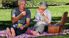 – Marina Muñoz Cervera – Una adecuada nutrición en los mayores de 65 años, les ayuda a estar más sanos y a permanecer activos. Si las personas mayores descuidan su alimentación, ponen e…