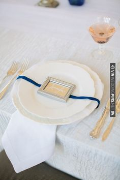 mirror place card ideas | CHECK OUT MORE IDEAS AT WEDDINGPINS.NET | #weddings #weddingseating #weddingdecoration