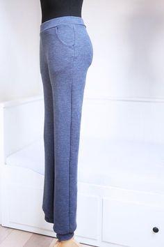 Podívejte se na návod a střih na dámské a dětské tepláky do nápletu   #navody #navodynasiti #tepláky #strihteplaky #střihnatepláky #střihy #šijemedoma #sijemedoma Bell Bottoms, Bell Bottom Jeans, Pants, Fashion, Trouser Pants, Moda, Fashion Styles, Women's Pants, Women Pants