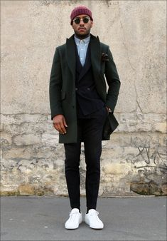 """Wear sneakers to work, don't wear sneakers """"to work."""" - How to Wear Sneakers to Work Sneakers To Work, How To Wear Sneakers, White Sneakers, Green Sneakers, Men's Sneakers, Running Sneakers, Men Looks, Look Fashion, Mens Fashion"""