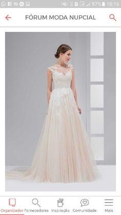 Cadê as noivinhas de 2017? Para as que se casam ano que vem, tenho uma boa notícia! As coleções de vestidos de noiva 2017 estão lindas de morrer E se você gosta de acompanhar as tendências que nem eu, vai gostar destas inspirações. Olha só: 1. 2. 3.