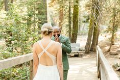 Intimate Wedding in the Woods of Lake Tahoe during Covid-19 Pandemic | Lake Tahoe Intimate Wedding Photos | Bay Area Wedding Photography for fun people all the way from Palm Springs to San Francisco. Get all the inspo for your covid safe small wedding ceremony on my boards ✨ #laketahoewedding #smallwedding #covidwedding Source: Cheers Babe Photo | Los Angeles