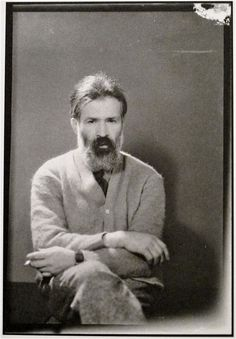 Man Ray portrait- Constantin Brancusi, Romanian modernist sculptor, rocking the wild beard and cardigan look, which may be 'trending' this spring Lee Miller, Famous Artists, Great Artists, Male Artists, Man Ray Photos, Man Ray Photography, Photography Portraits, Constantin Brancusi, Photo Portrait