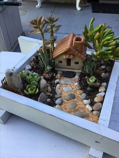 ✔ 53 do it yourself fairy garden ideas for kids 34 - Mini Garden Fairy Garden Pots, Dish Garden, Fairy Garden Houses, Fairies Garden, Succulent Gardening, Succulents Garden, Succulent Tree, Diy Jardin, Deco Nature