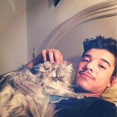 #MorenoMc Moreno Mc: Io e Matilda ci godiamo questa Domenica sera a casa!!! #ciao #miao #gattadaboss