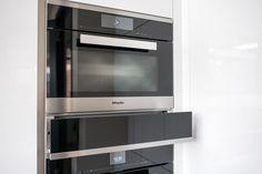 ✔ Welke oven past bij mij?    Hoe weet u dat u de juiste oven kiest? Wij zetten de belangrijkste feiten voor u op een rij zodat u de oven kiest, die het beste bij u past ✔ Oven ✔ Welke oven kiezen?    #oven #keukenoven #kitchen #kitchendesign #keukenapparatuur #keuken #keukens #keukenstudio #maassluis #rotterdam #keukenstudiomaassluis