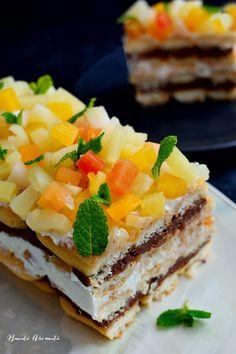 Rămăsesem datoare cu reţeta asta de prăjitură cu pişcoturi de şampanie şi fructe tropicale pe care am avut-o în meniul nostru de sărbători. E o prăjitură uşoară şi răcoritoare datorită pişcoturilor aerate şi fructelor tropicale din compot care îi dau o notă foarte fresh, exact ceea ce avem nevoie să simţim după o masă îmbelşugată. … … Continue reading → Romanian Desserts, Sweet Pastries, Sweet Tarts, Food Cakes, Something Sweet, Cake Recipes, Cheesecake, Deserts, Food And Drink