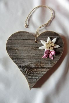 Wanddeko - Holzherz mit Edelweiß, Altholz, Holz, Herz, Deko, - ein Designerstück von Socke-Lucia bei DaWanda Wood Crafts, Diy And Crafts, Arts And Crafts, German Decor, Edelweiss, Heart Crafts, Craft Projects For Kids, Heart Wall, Heart Decorations
