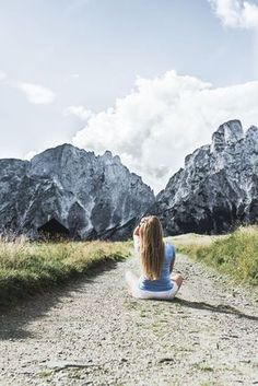 Tagesausflug in den Nationalpark Gesäuse auf VANILLAHOLICA.com . Wandern im Nationalpark Gesäuse in Österreich ist ein einziges Abenteuer. Man kommt schon bei einfachen und kurzen Wanderwegen vorbei an wunderschönen Gebirgsseen, Gletschern, und Flüssen. Großteil des Gesäuses wird von einer gewissen Alpen Art, den Kalkalpen eingenommen. Der Park steht unter Naturschutz und die unberührte, wahre Natur lässt sich da noch sehen. Ein Tagesausflug für die ganze Familie ist es auf alle Fälle wert. World Pictures, Mount Everest, Travel Destinations, Road Trip, Wanderlust, Around The Worlds, River, Mountains, Places