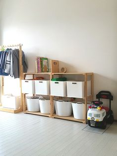 Toy Storage Solution - Get Your Kids To Help - Life ideas Toy Storage Solutions, Japanese Interior Design, Neat And Tidy, Cozy Room, Kids Room Design, Kid Spaces, Kids And Parenting, Diy Home Decor, Bedroom Decor