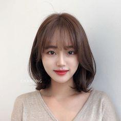 Ulzzang Short Hair, Asian Short Hair, Short Hair With Bangs, Asian Hair, Girl Short Hair, Short Curly Hair, Short Hair Cuts, Curly Hair Styles, Permed Hairstyles