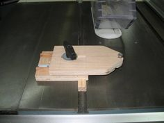 This is a fantastic thin strip jig! As you can see, the jig is at 'zero' when the bearing touches the blade. To cut a strip, place the jig in the miter slot in front of the blade, loosen the T-knob, set the thickness and then re-tighten the T-kn. Woodworking Jigsaw, Woodworking Guide, Custom Woodworking, Woodworking Projects Plans, Teds Woodworking, Table Saw Jigs, Diy Table Saw, Wood Magazine, Diy Furniture Projects