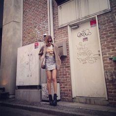 Jacket.Phillip Lim  Tops.Stussy  Skirt.Stussy  Boots.Pierry Hardy  Bag.Miu Miu  Sunglasses.Tomford