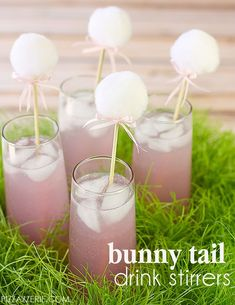 Bunny Tail Drink Stirrers DIY Bunny Drink Stirrers for Easter!DIY Bunny Drink Stirrers for Easter! Easter Drink, Hoppy Easter, Easter Dinner, Easter Brunch, Easter Party, Easter Eggs, Easter Food, Easter Table, Easter Decor