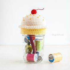 Here's a crochet cupcake pincushion that adds the finishing touch to a mason jar sewing kit.