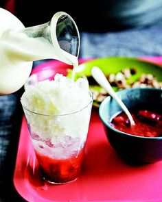 Yep, I was going to say raspados wouldn't be interesting anymore after imagining all the possibilities with patbingsu, but this Strawberry-Horchata Shaved Ice, I must have! I ♥ HORCHATA! Summertime bliss