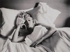 milton-h.-greene-marilyn-monroe,-bed-sitting.jpg (480×360)