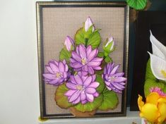 Multiflores - galeria de fotos - M U L T I F L O R E S Ely, Frame, Plants, Home Decor, Flower Arrangements, Rose Flower Arrangements, Wine Decanter, Yule, Quilt