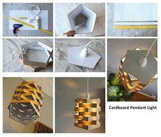Luminária feita com papelão.