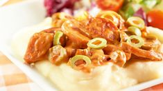 Makkara-oliivikastikkeen pääraaka-aineet ovat lenkkimakkara, paprikatäytteiset oliivit ja kevytkerma.  Voit halutessasi jättää kastikkeesta oliivit pois. Macaroni And Cheese, Ethnic Recipes, Food, Mac And Cheese, Essen, Meals, Yemek, Eten