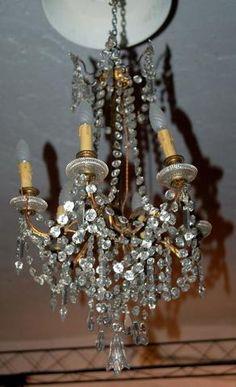 Lustre en bronze à six bras de lumières, perles et flèches de cristal,