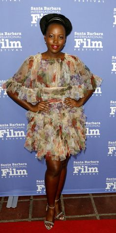 At the Santa Barbara International Film Festival, Lupita Nyong'o stunned in a ruffled mini dress by Dolce & Gabbana, sparkling Alexandre Birman heels, and pearl earrings by Kat Kim. Star Fashion, Girl Fashion, Red Carpet Party, Lupita Nyongo, Denim Crop Top, Pose For The Camera, Joan Smalls, Brown Girl, Celebrity Red Carpet