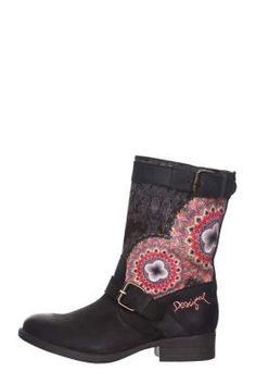 Desigual women's Combat boot with buckle. The galactic sphere in pink tones will add a touch of fun to your look. Did you know that all Desigual shoes are made in Spain