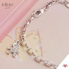 Un prezioso e romantico bracciale in oro bianco, con ciondolo bimbo in pavé di diamanti, un classico della nostra collezione. :)  http://www.lebebe.eu/it/prodotto/i_pave_bracciali_bimbo #fieradiesseremamma #lebebé #gioielli #bracciali #oro