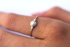 PIerścionek złoty z perłą i brylantami - arpelc - Pierścionki zaręczynowe