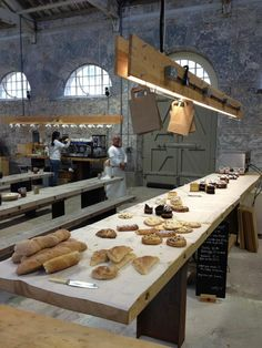 Having baked goods lying on a clean wooden surface strikes a certain rustic note. Bakery